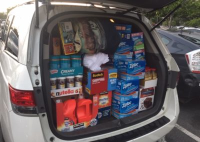 V2018, V47, Honolulu, car full of cargo